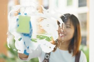umývanie presklenných stien
